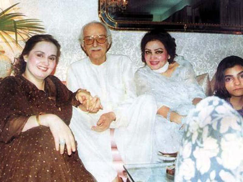 Noor-Jehan-with-Shaukat-Rizvi & her Daughters