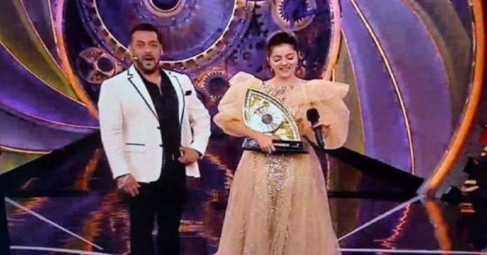 bigg-boss-14-rabina-dalek-wins-the-trophy