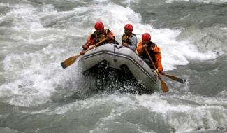 6131066-A_rafting_boat_in_River_Kunhar_Naran_Naran